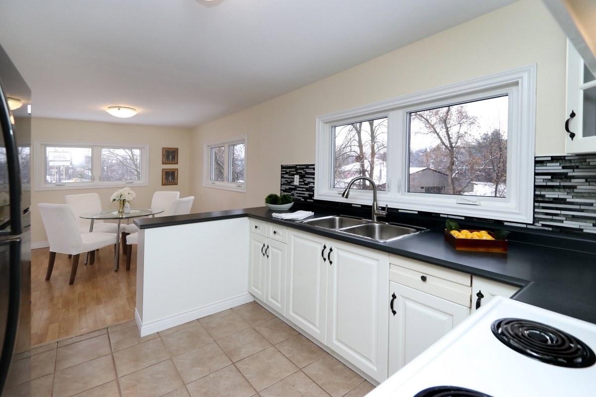 526 Guelph St Norval 20
