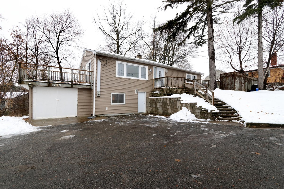 526 Guelph St Norval 01